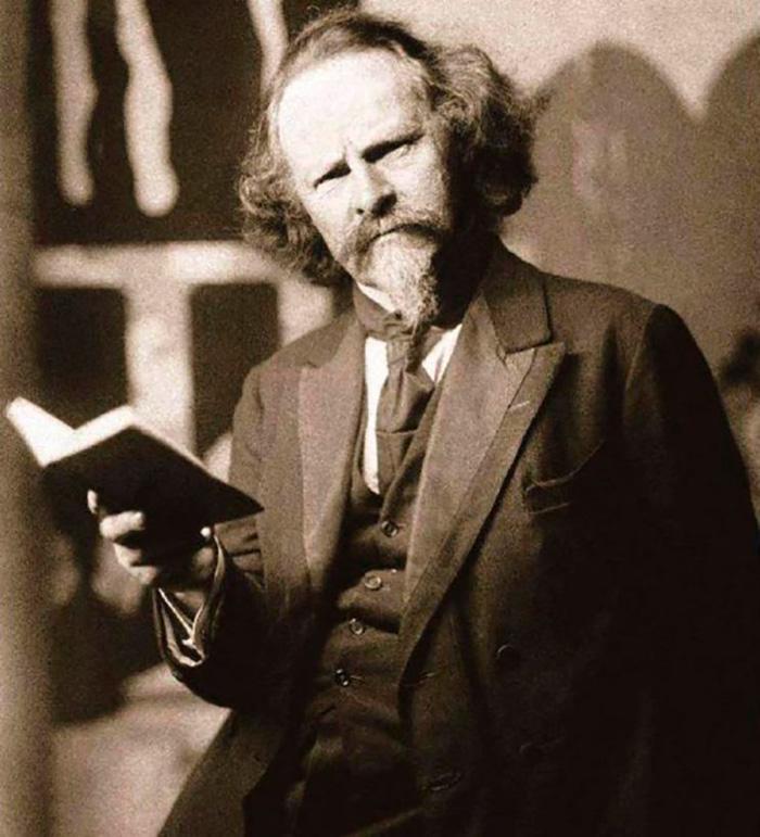 15 июня 1867 года, родился Константин Бальмонт – поэт и  переводчик. Один из самых ярких и оригинальных представителей символизма и один из самых знаменитых поэтов своего времени.